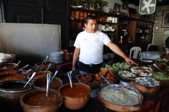 Local dishes can be sampled at Cuevita de las Urquizas, a restaurant specializing in platos tipicos.
